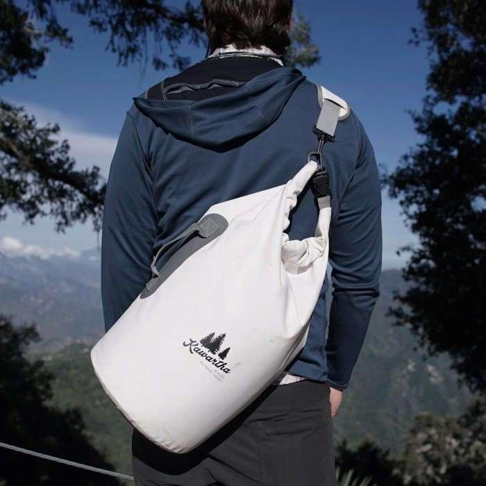 Водонепроницаемый рюкзак-холодильник, который выведет походы на новый уровень комфорта