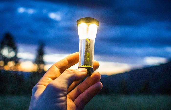 Крошечный светодиодный фонарик, мощности которого хватит осветить все вокруг