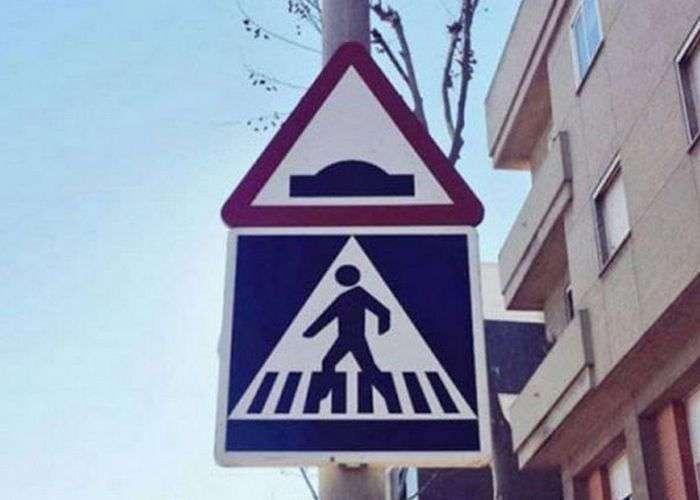 12 забавных дорожных знаков, которые заставляют улыбнуться