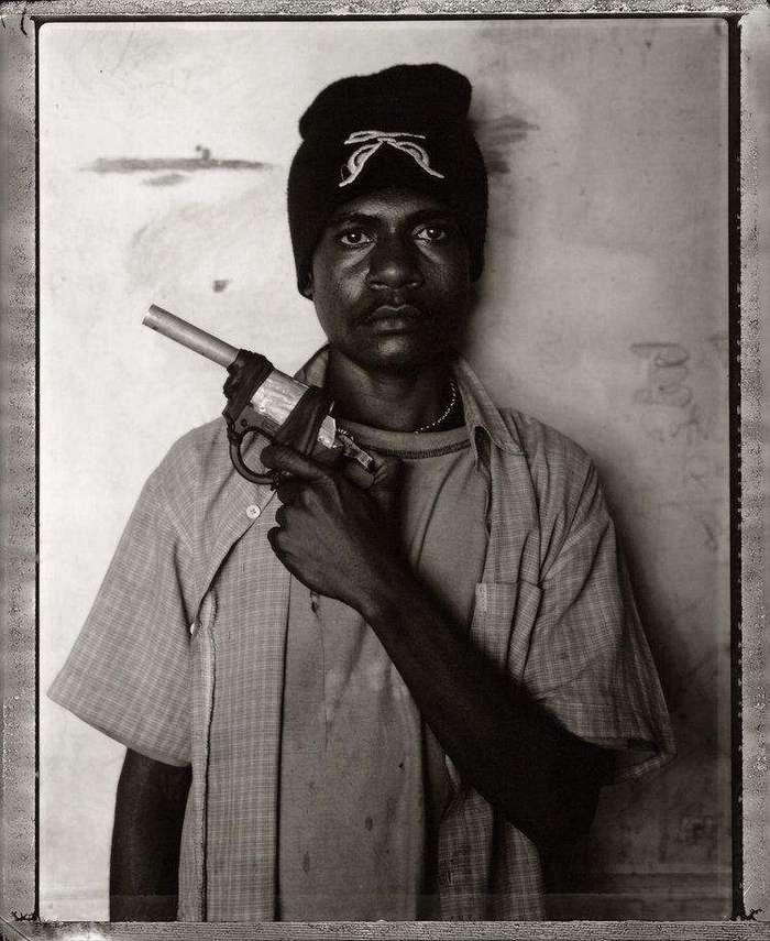 Участие в молодежной банде папуасов сродни принятию в клан мира постапокалипсиса (25 фото)