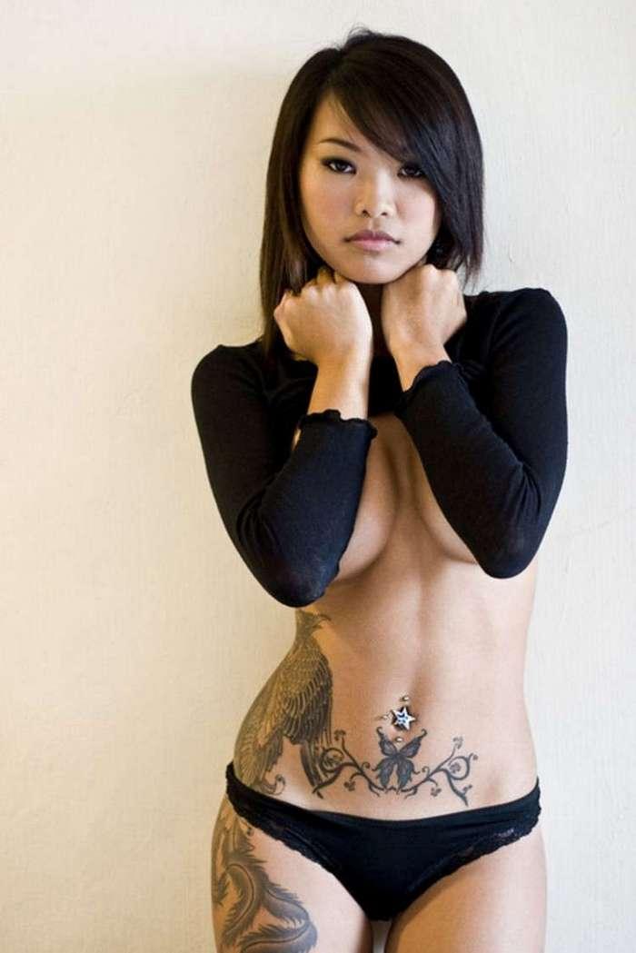 Фото девушек с татуировками