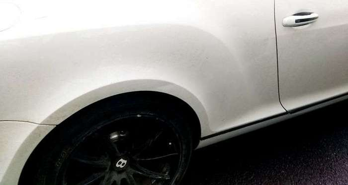 Пацана на скутере угораздило сломать зеркало заднего вида на Bentley
