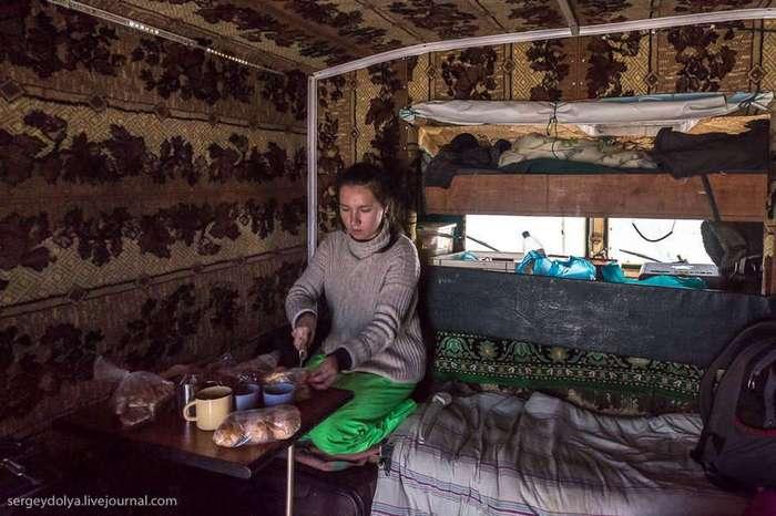Путешествие по тундре на ковре-вездеходе (23 фото)