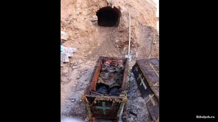 В Турции рабочие нашли захоронение с останками русского генерала (5 фото)