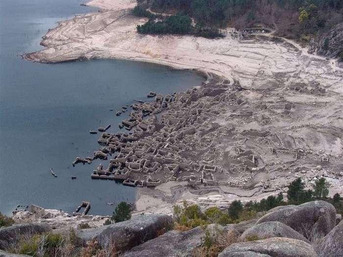 Затопленная деревня Вилариньо да Фурна