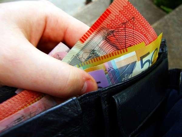 Бумажные деньги красивые, но пластиковые прослужат дольше