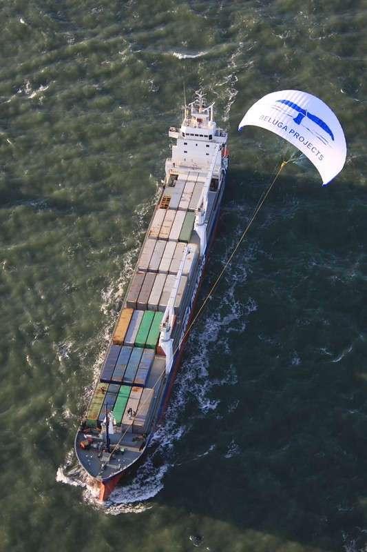 Первое в мире грузовое судно с тягой в виде воздушного змея