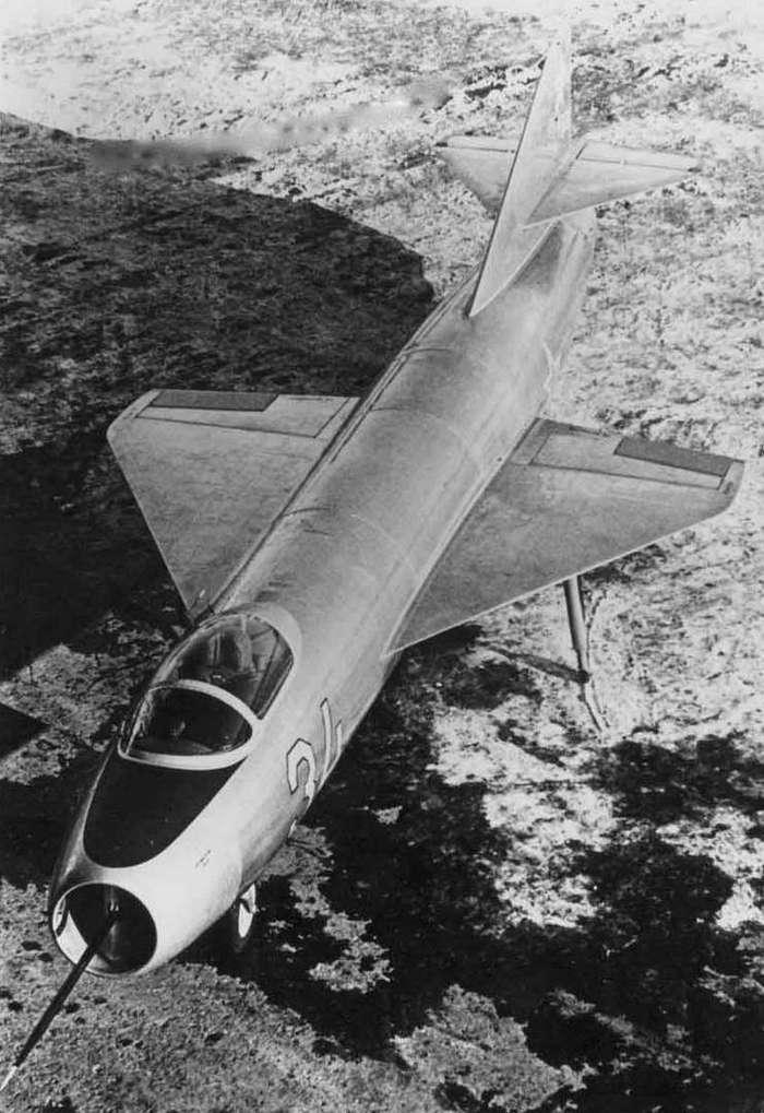Советский экспериментальный истребитель Як-1000.