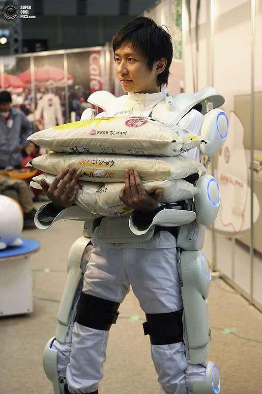 Японский экспериментальный роботический экзоскелет