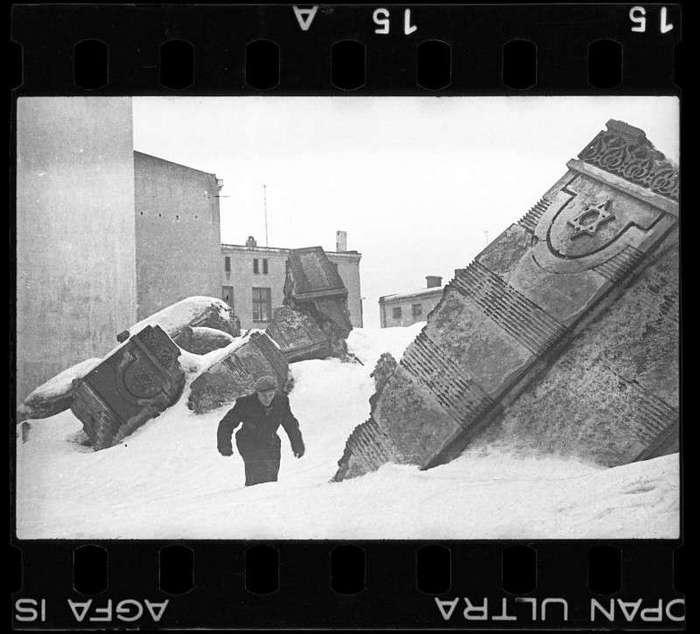 Закопать, чтобы не нашли нацисты
