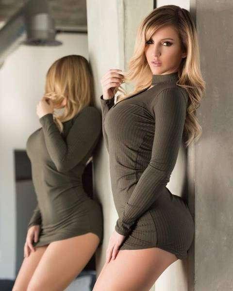 Всем девушкам из этой подборки очень идут обтягивающие платья