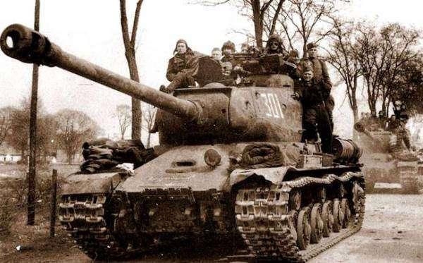 Убийца -тигров- и -пантер-. Как ИС-2 нокаутировал бронетехнику Рейха
