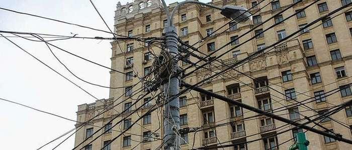 У электрика случился бы инфаркт! Как провода мешают смотреть на небо в разных странах мира
