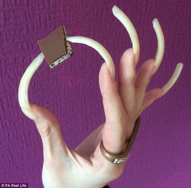 Немецкая школьница 3 года не стригла ногти и очень гордится результатом