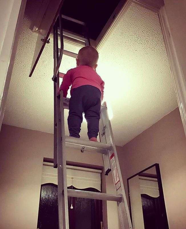 Отец года из Ирландии фотошопит свою дочь в опасные ситуации