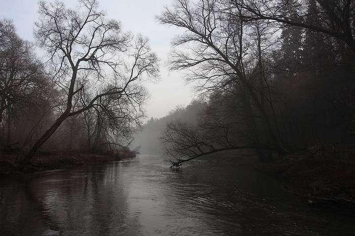 Сплав по реке на плоту из пенополистирола