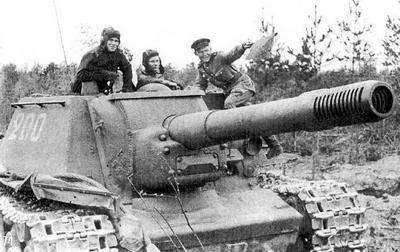 Попадания от чудовищной пушки СУ-152.