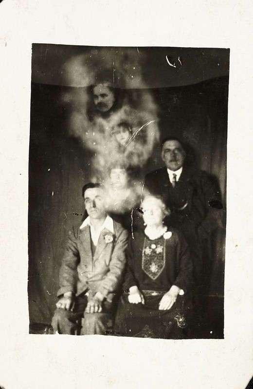 До мурашек! Пугающие фото со спиритических сеансов прошлого