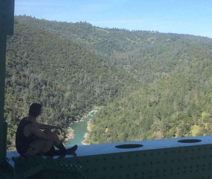 Из-за селфи женщина упала с самого высокого в Калифорнии моста — но любителей риска это не останавливает