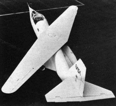 Самолет с кривым крылом