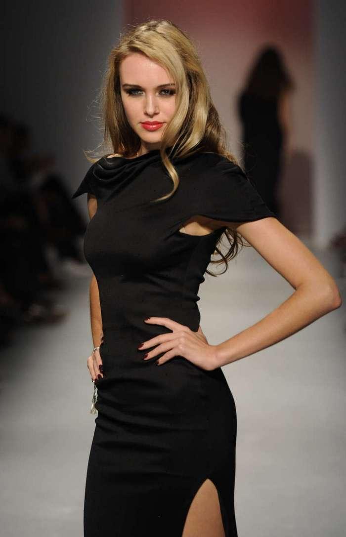 Российская модель Ксения Сухинова.