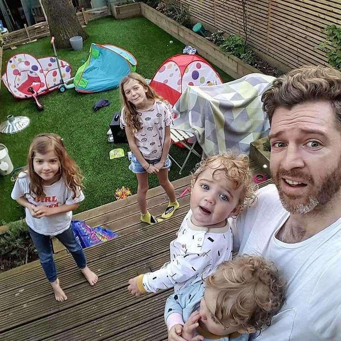 Инстаграм этого папы показывает суровую реальность жизни с 4-мя детьми