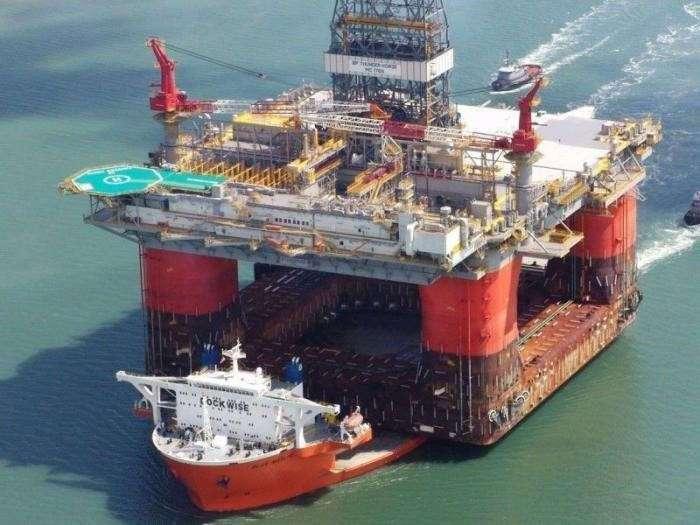 Впечатляющие снимки перевозки огромных грузов на специальных кораблях.