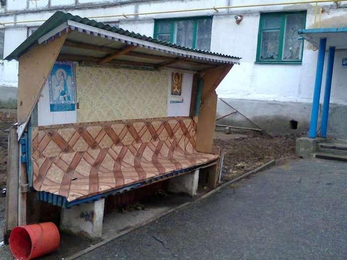 Из жизни лавочек, скамеек, и других аксессуаров российских дворов