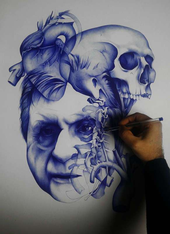 Парень рисует простой шариковой ручкой, а получается почти фотография