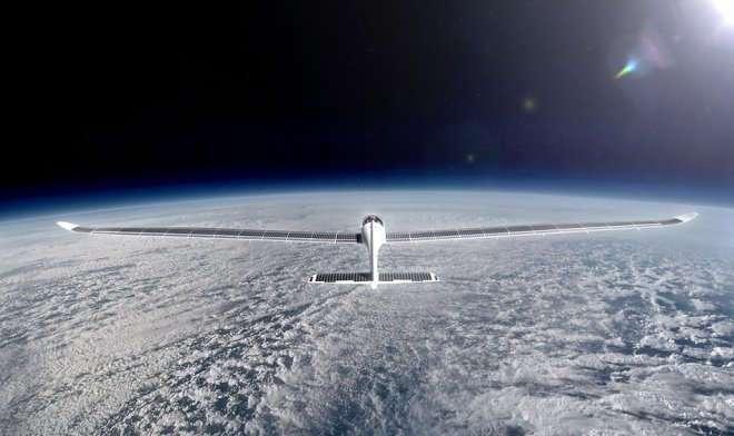 Двухместный самолет на солнечных батареях SolarStratos поднимется до границы с космосом