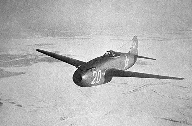 Первый полёт МИГ-9