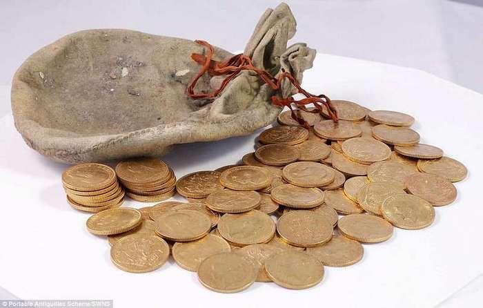 Настройщик обнаружил в пианино старинные монеты стоимостью 500000 фунтов стерлингов