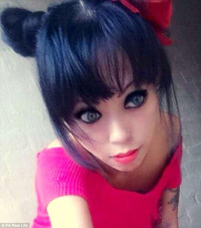 Женщина прошла долгий путь, превратившись из гота в куклу Барби
