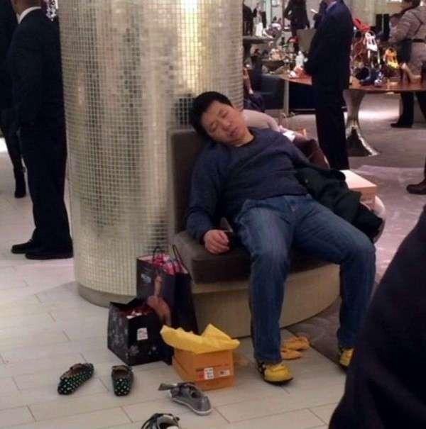 Никогда, слышите, никогда не таскайте несчастных мужчин на шопинг
