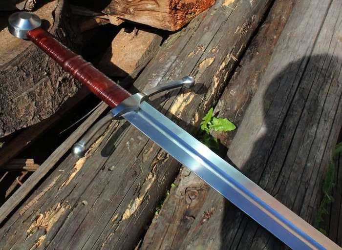 Бастард или Полуторный меч