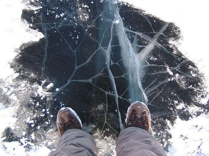 Наука до сих пор не знает почему лед скользкий!
