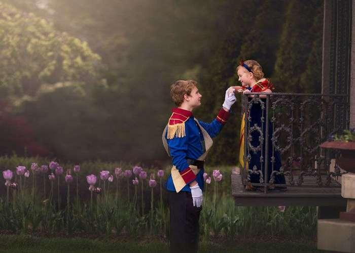 13-летний парень помог своей 5-летней сестре почувствовать себя в сказке, устроив с ней фотосессию в стиле Disney.