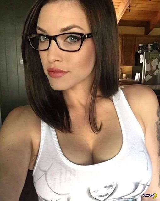 Красивые девушки в очках
