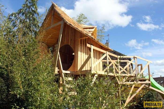 Сказочный замок из старых деревянных поддонов (15 фото)