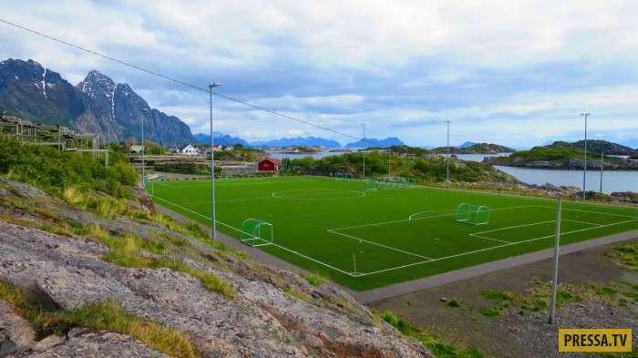 Футбольное поле за Полярным кругом (10 фото+1 видео)