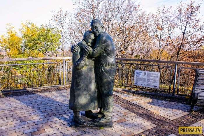 Любовь, запечатленная в памятнике (10 фото + видео)