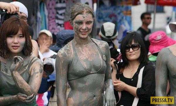 Женская борьба в грязи (33 фото)