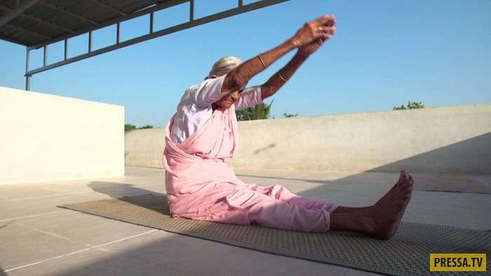 98-летняя Нанаммал - самый старый инструктор йоги в Индии (8 фото + видео)