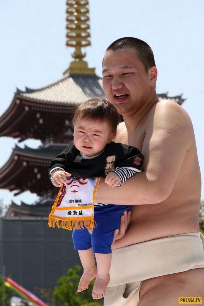 В Токио борцы Сумо провели древний ритуал (12 фото)