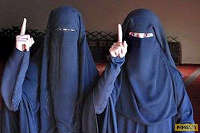 Значение поднятого вверх указательного пальца у мусульман (4 фото)
