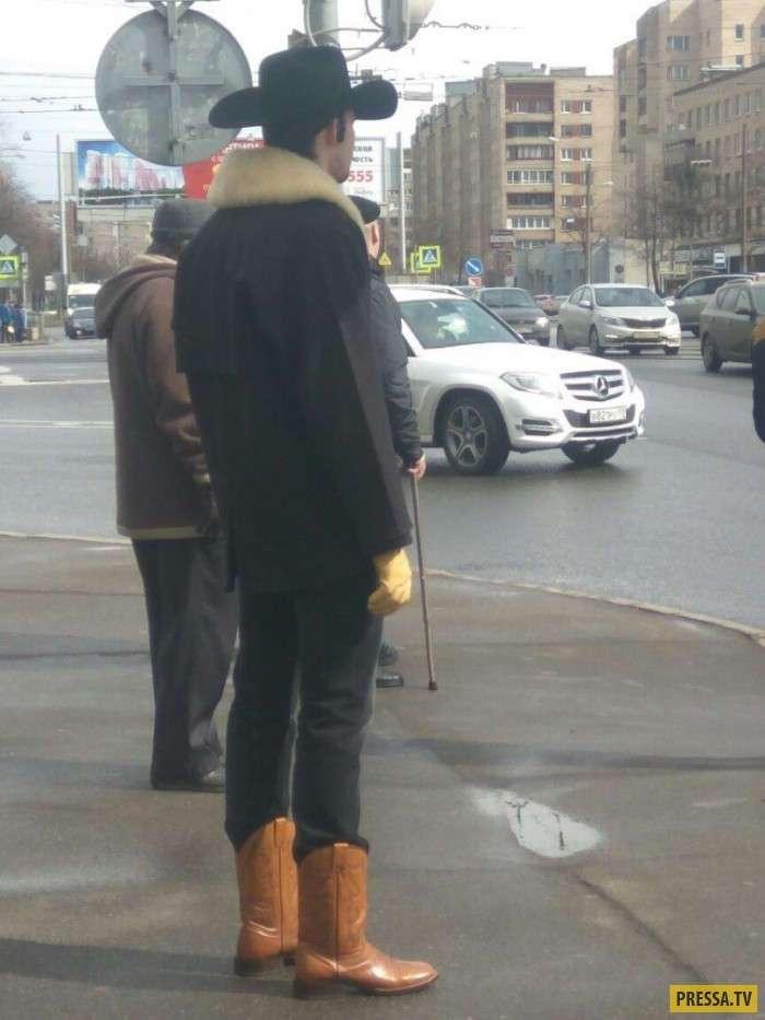 Модники и модницы на улицах Санкт-Петербурга (21 фото)