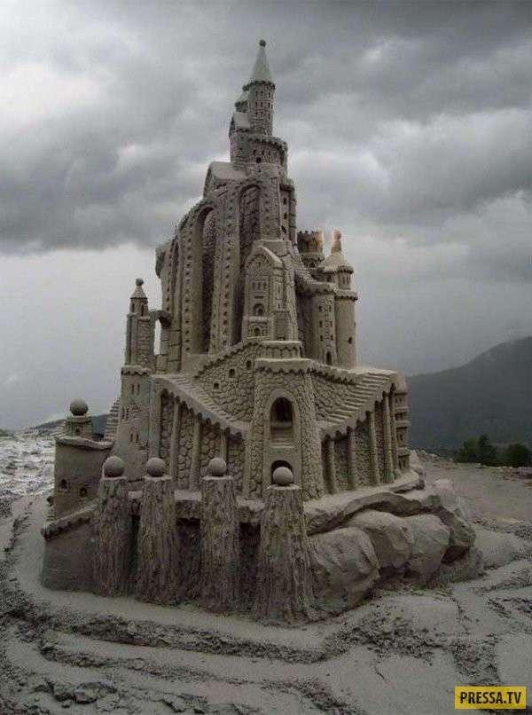 Невероятные скульптуры из песка (23 фото)