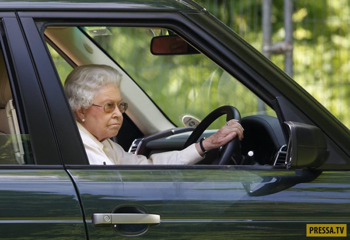 Королева Великобритании и в 91 год за рулем (19 фото)