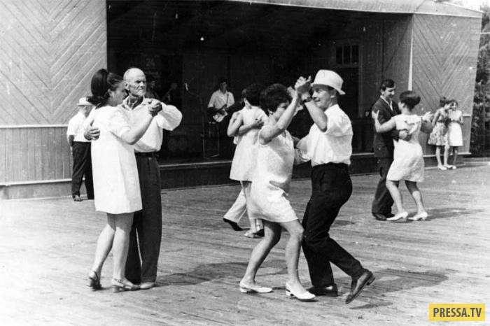 Танцплощадки времён СССР (24 фото)