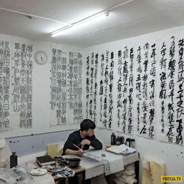 В китайских бомбоубежищах кипит жизнь (15 фото)